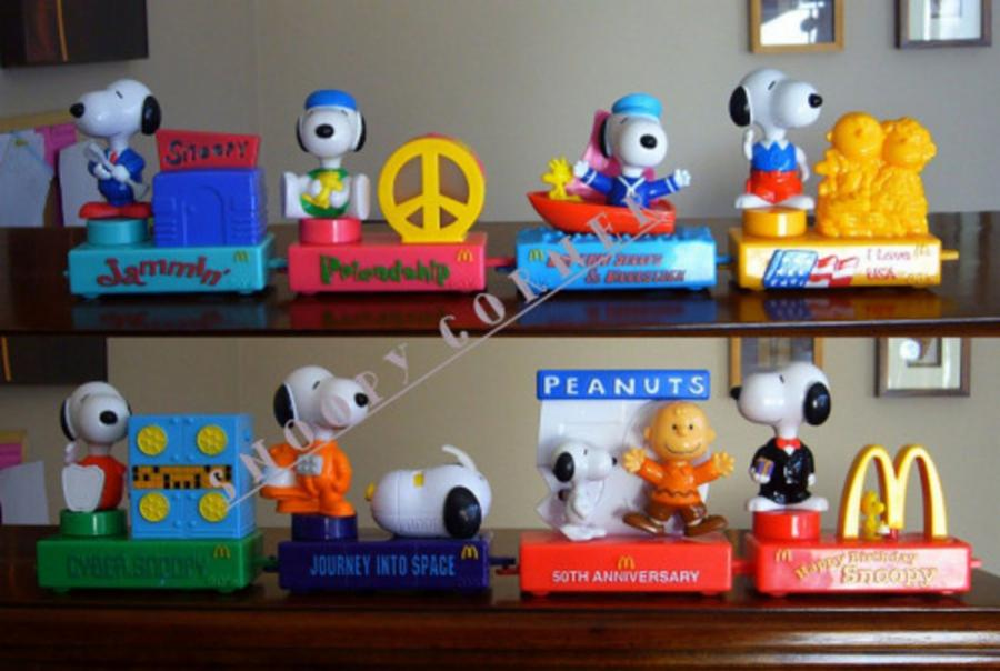 011-50th-anniversary-snoopy-figurines-51b190ab3144fc75b218ca073cb40d6d