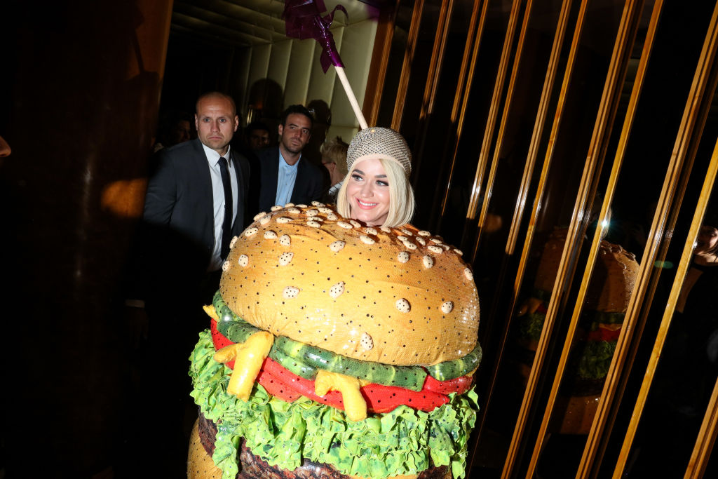 katy perry at the met gala dressed as a hamburger