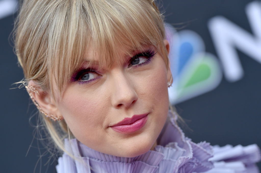 close up of taylor swift on the red carpet at the billboard music awards