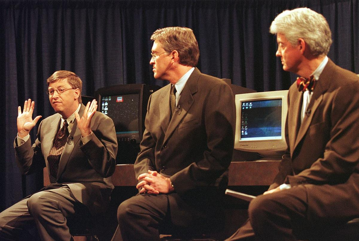 Microsoft co-founder and chairman Bill Gates (L),