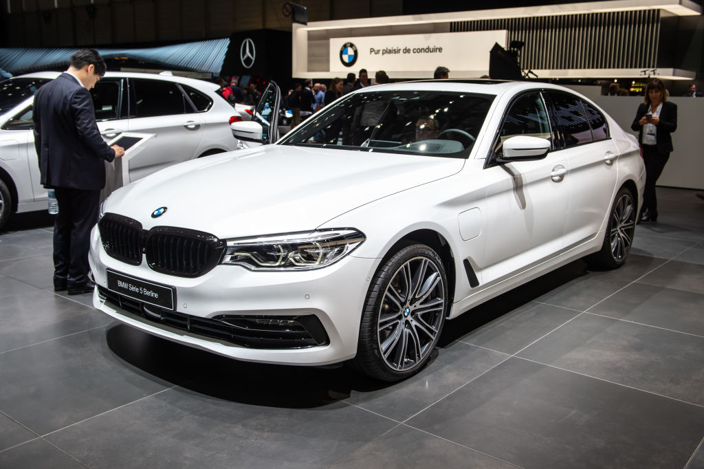 the bmw 5 series keeps an eye on traffic for distracted drivers