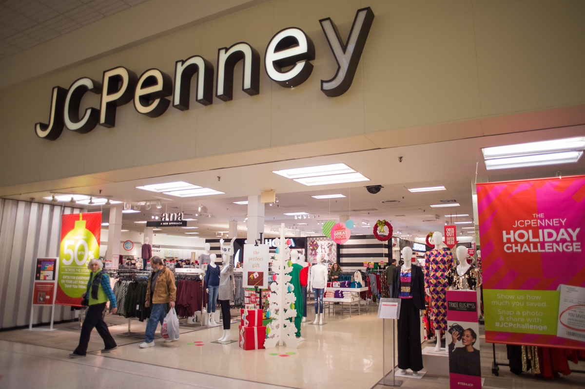 A relatively empty JC Penny in the Shenango Valley Mall.