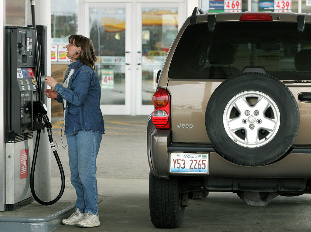 GettyImages-52511038 Lisa Troyke uses her credit card to pay for her SUV gas purchase at a Speedway gas station