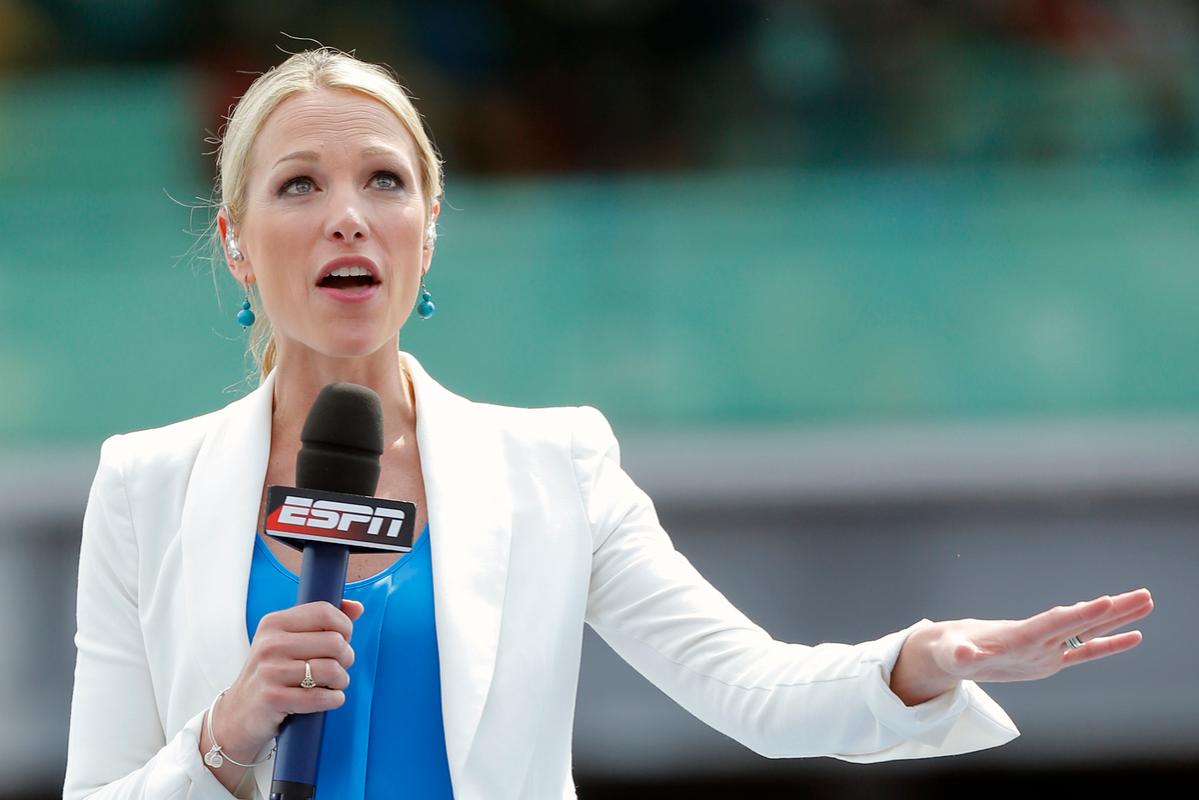 Sports anchor Lindsay Czarniak mESPN's Lindsay Czarniak during the 99th running of the Indianapolis 500akes a $1 million salary