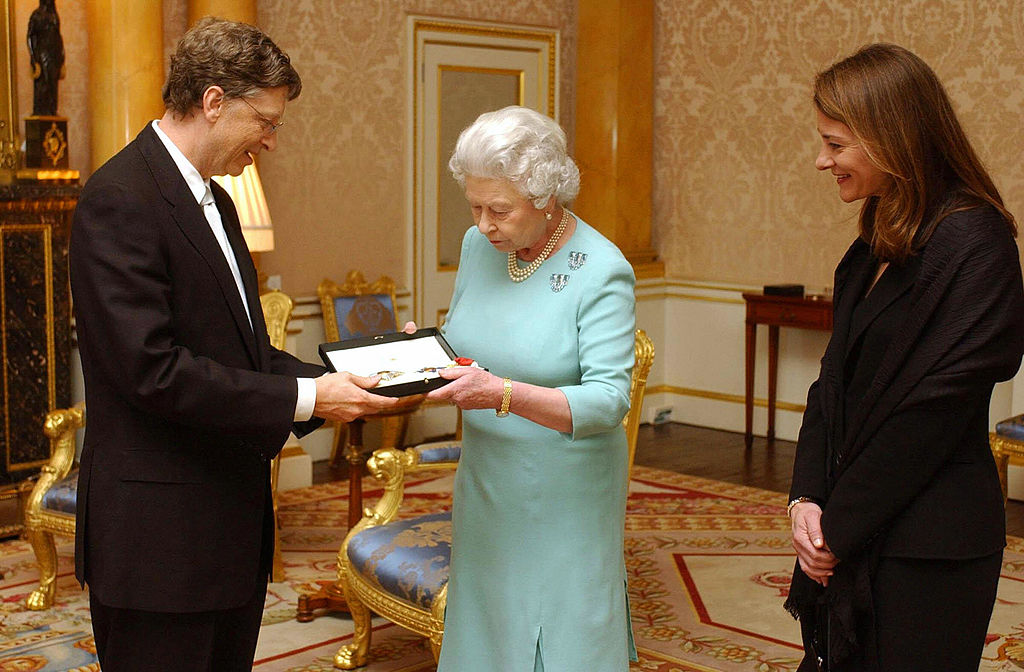 Gates receiving award from the queen