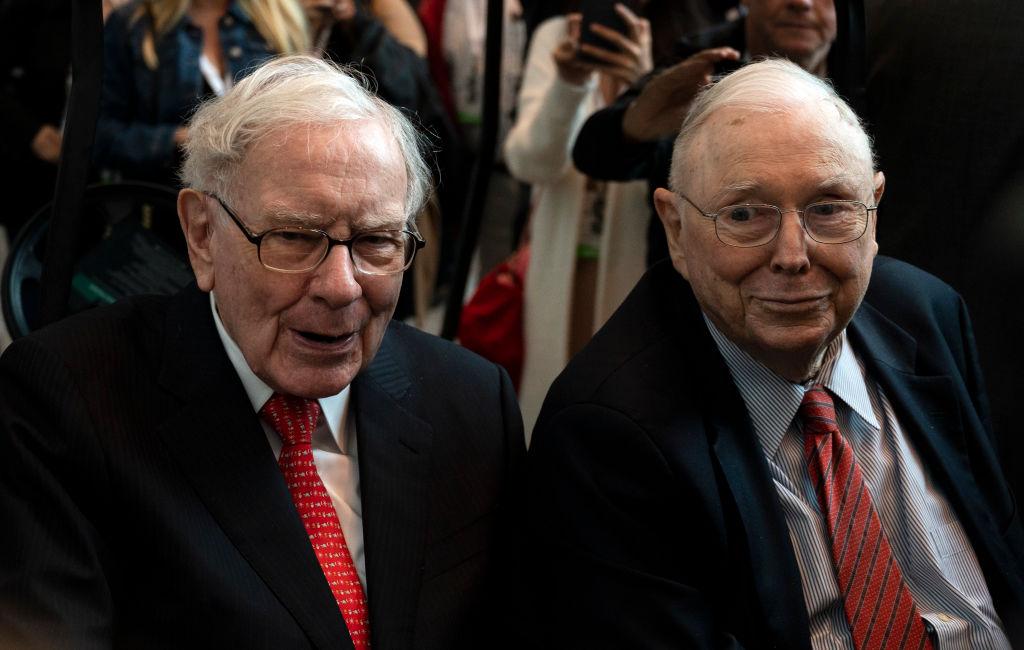 Warren Buffett (L), CEO of Berkshire Hathaway, and vice chairman Charlie Munger