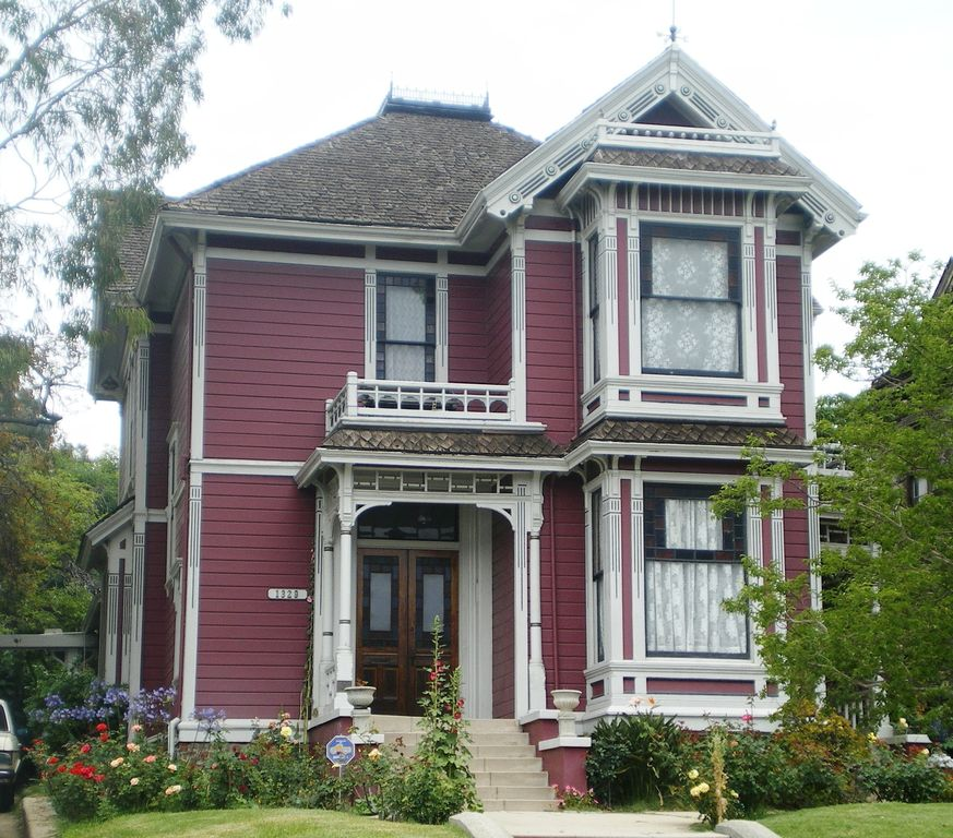 Halliwell Manor In Charmed Is A Historical Monument
