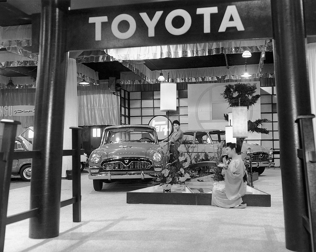 Toyopet Crown Custom sedan goes on display at the Auto Show