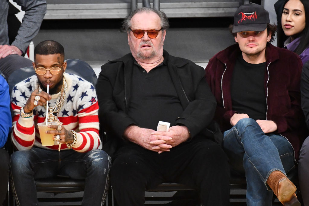 jack nicholson, tory lanez, and ray nicholson sitting courtside at a basketball game