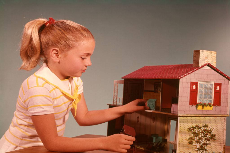 Vintage Dollhouses