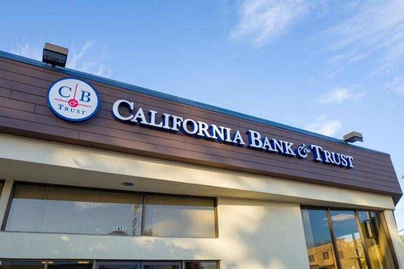 Smaller Banks Better Deals-1089032904