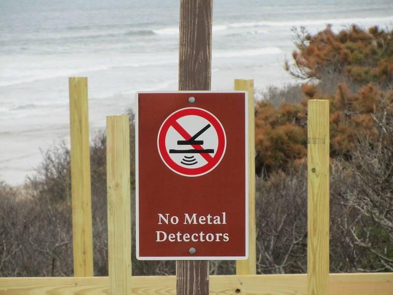 sign banning metal detectors