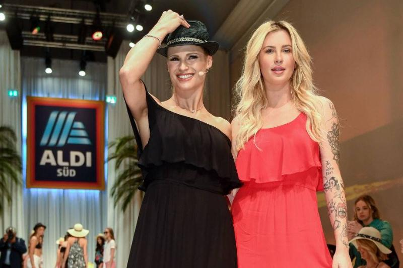 the fashion show of the discount supermarket Aldi
