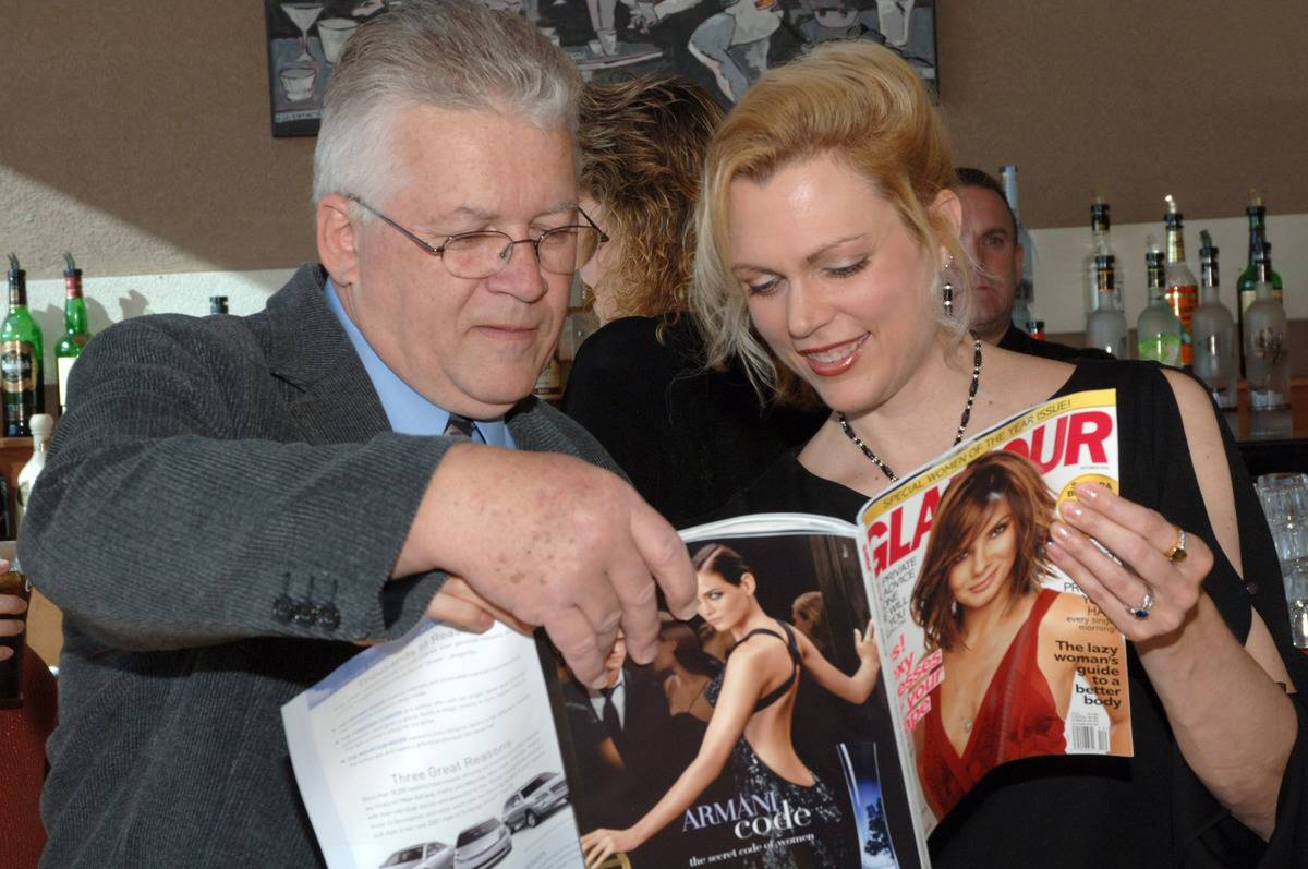 Jay Carter & Kathy Noll read Glamour Magazine.
