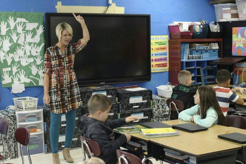 A West Virginian elementary school teacher instructs her students.