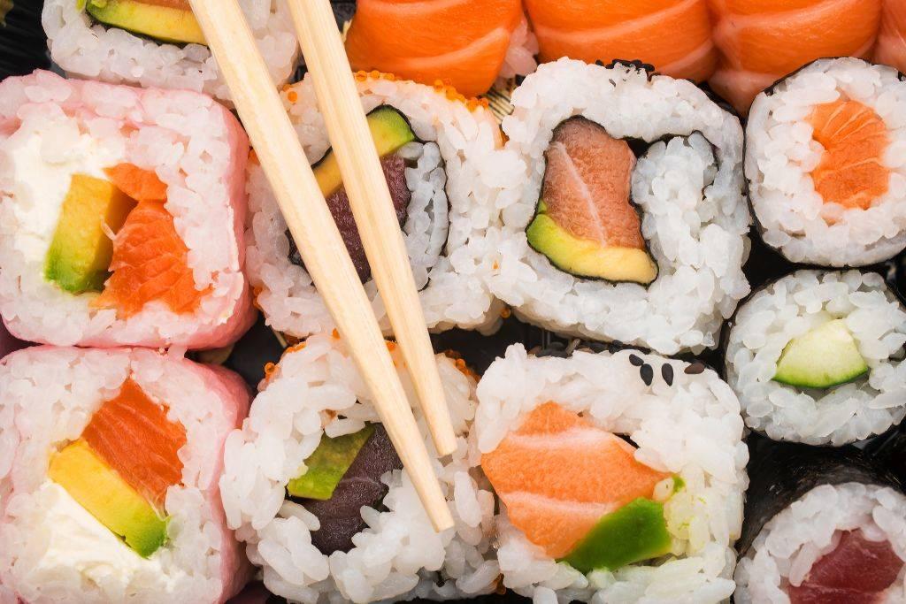 Sushi mix Uramaki Hosomaki from top.