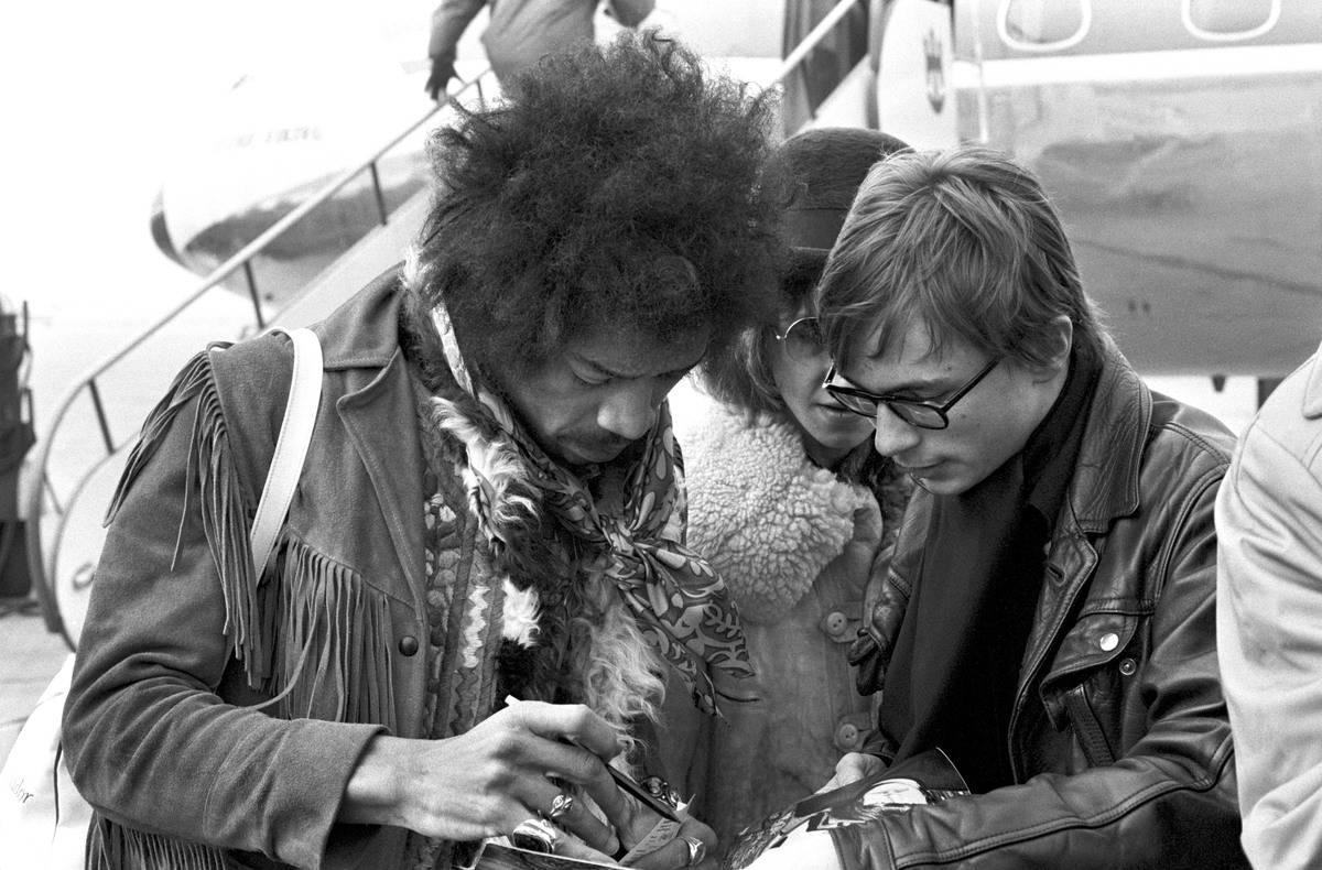 Jimi Hendrix: $200,000
