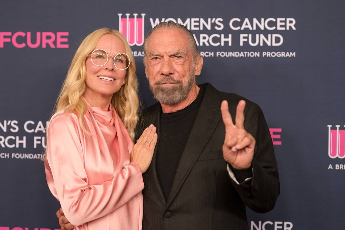 John Paul DeJoria and wife Eloise arrive at the Women's Cancer Research Fund in 2020.