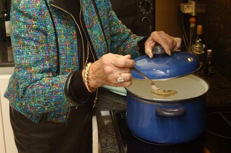 Lids On Pots And Pans Cuts Down On Stove-Top Energy