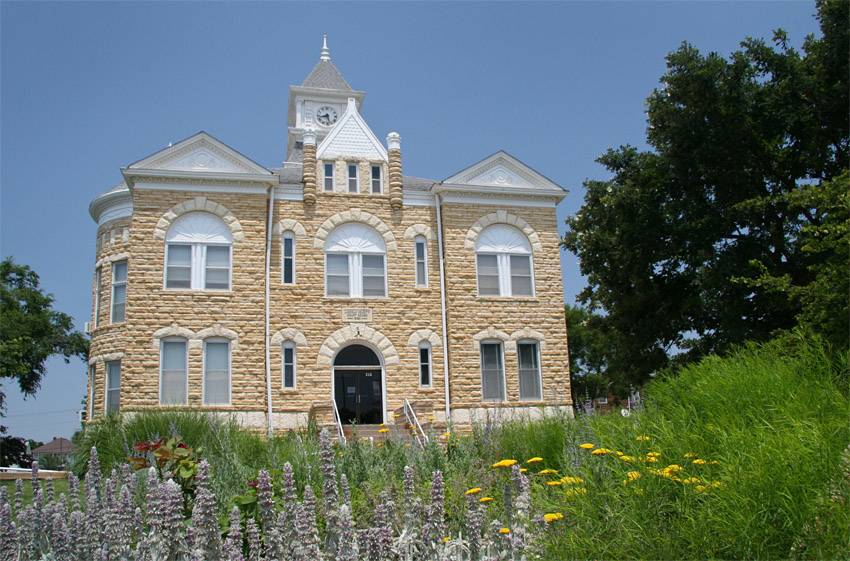 A courthouse sits in a field in Lincoln, Kansas.