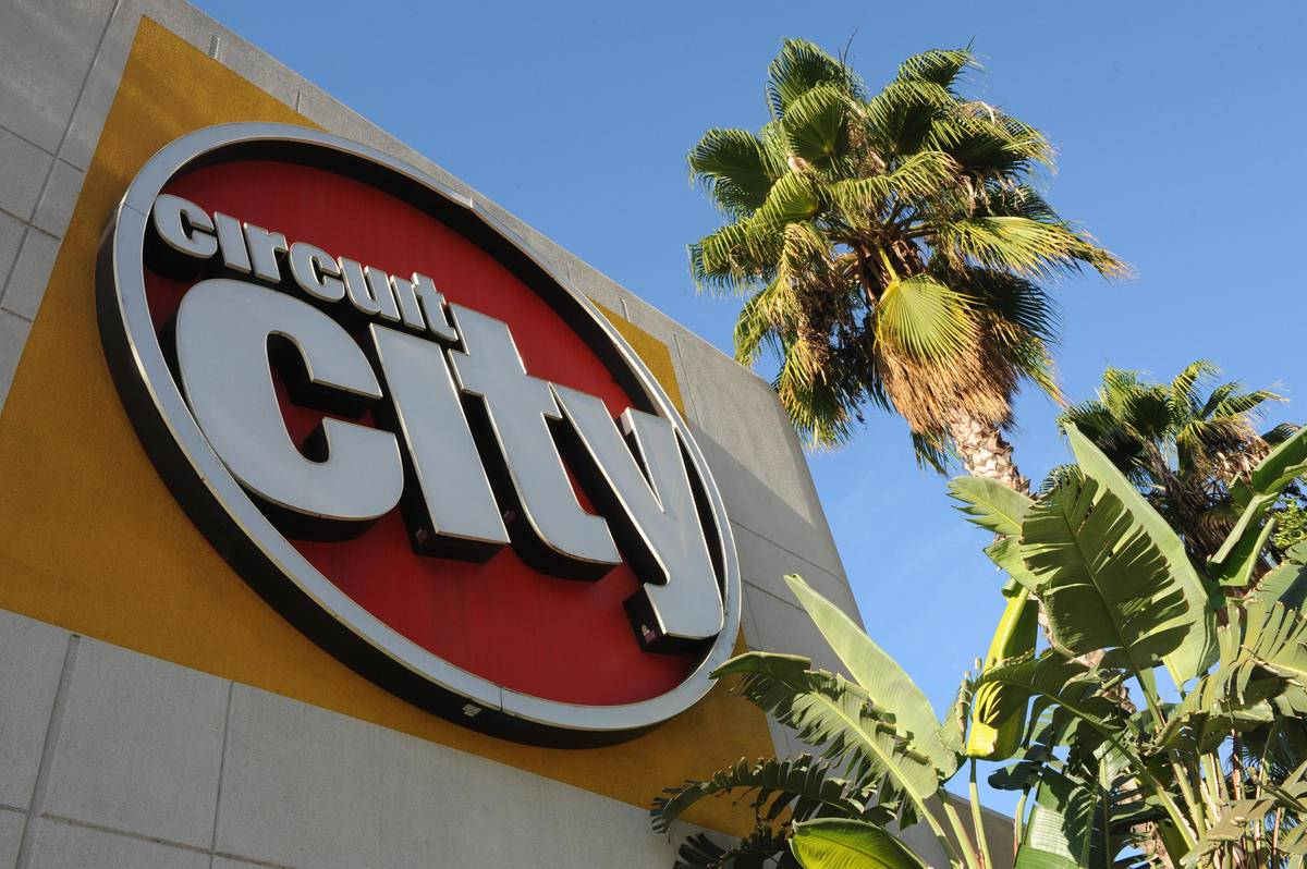A massive logo for Circuit City is on the side of the store.