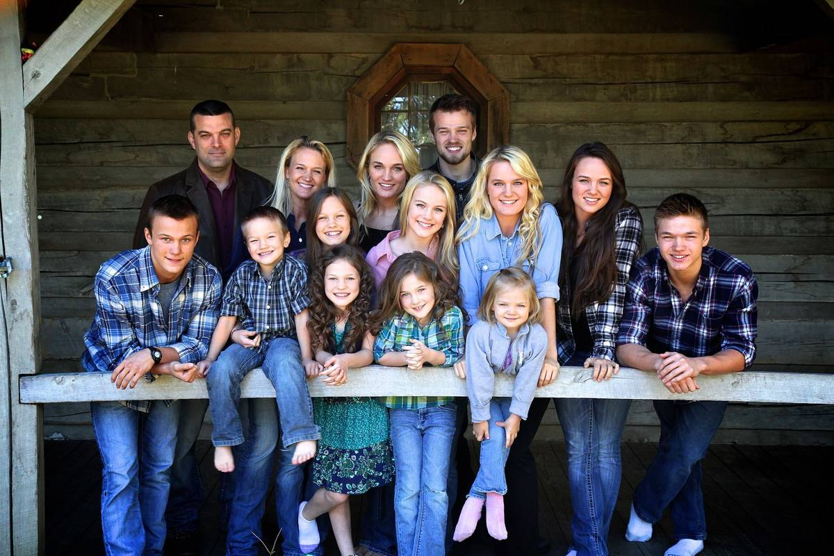 The entire Willis family poses for a photo on their front porch.