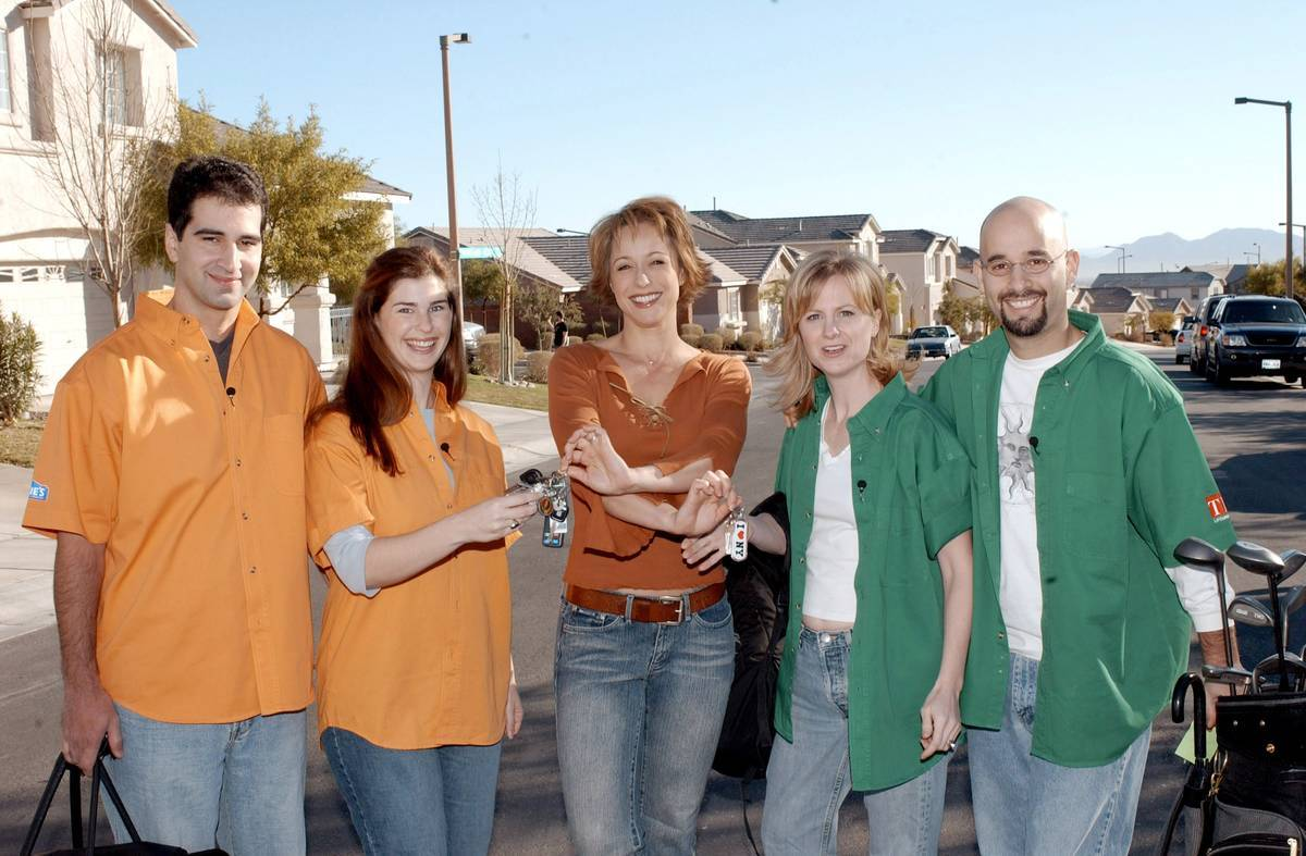 Two sets of neighbors prepare to remodel each others' rooms on Trading Spaces.