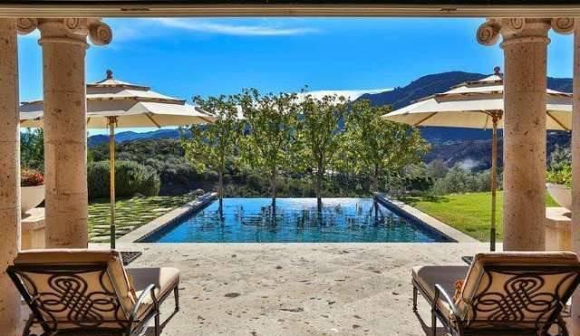 An Infinity Swimming Pool In The Backyard