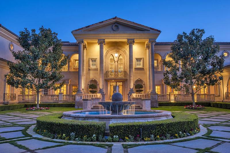The Mansion Is Modeled In A Neoclassical Italianate Style