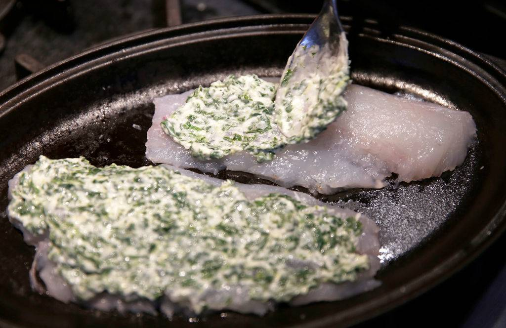 a mixture of spinach, parmesan, mayonnaise and lemon on haddock fillets