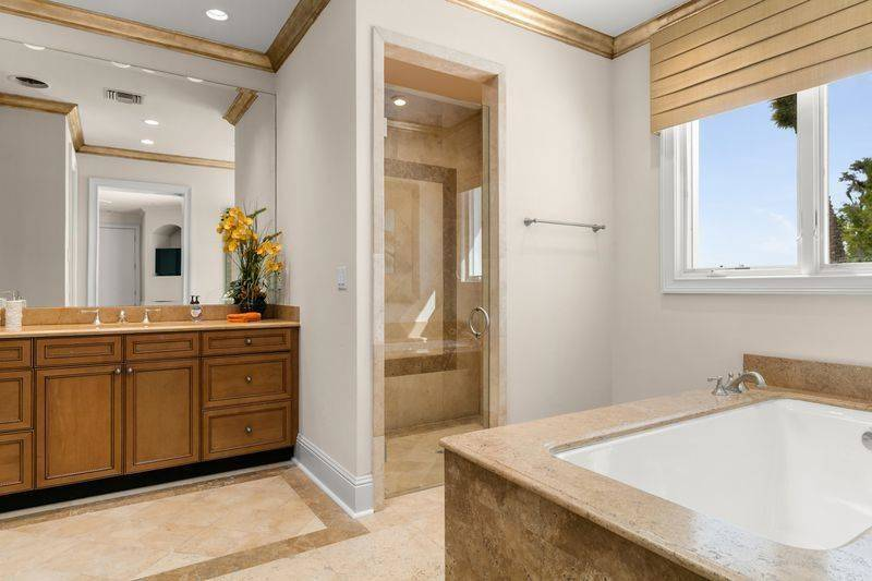 shaq-bathroom-2-72187