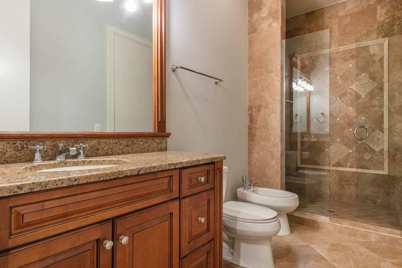 shaq-bathroom-37378