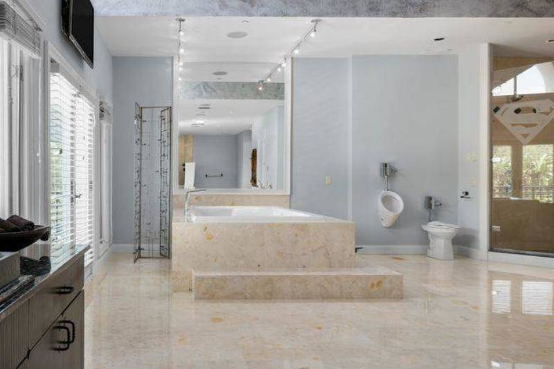 shaq-master-bathroom-65713