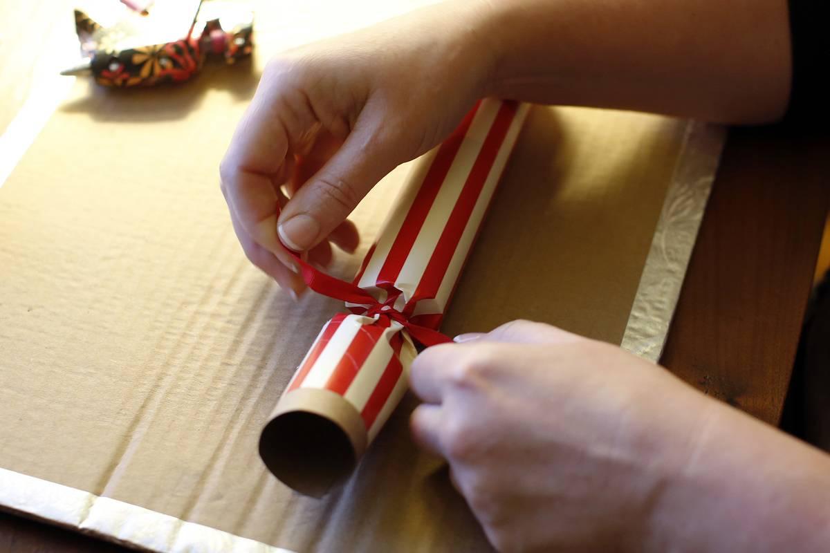 Tom Smith Makes The Family Handmade Holiday Poppers