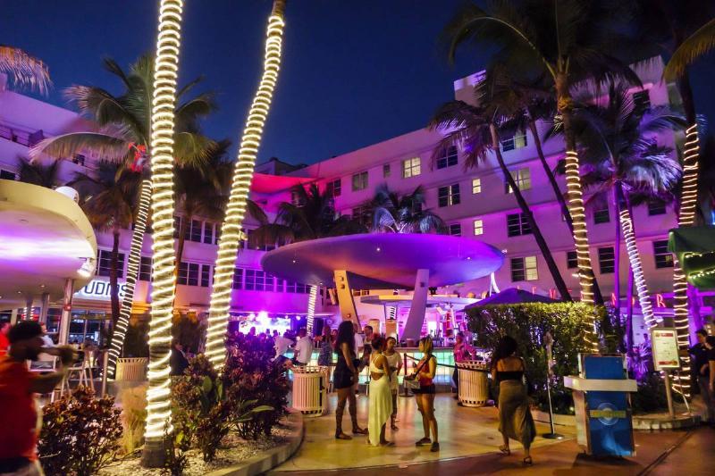 Florida, Miami Beach, Art Deco District, Ocean Drive, Clevelander hotel